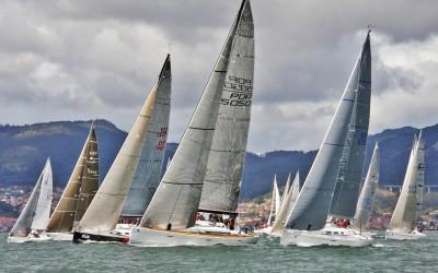 De Vigo a Baiona a toda vela con el Trofeo Comunica