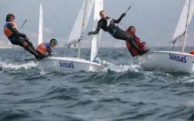 Marta Garrido y Clara Llabrés amplían diferencias sobre sus perseguidores en el Campeonato de España de 420 que patrocina Aguas de Sousas