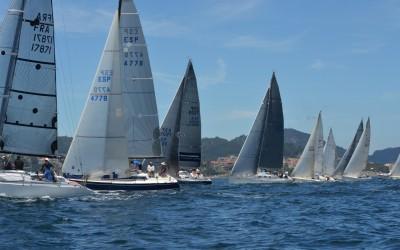"""El """"Bosch"""" y """"Margem do Azul III"""" vencen en la primera etapa de la Interclubes Ría de Vigo"""
