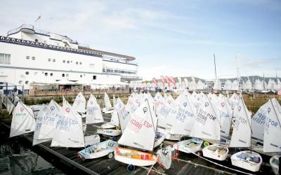La flota se quedó en tierra en la primera jornada del Meeting Cidade de Vigo de Optimist ante la ausencia de viento