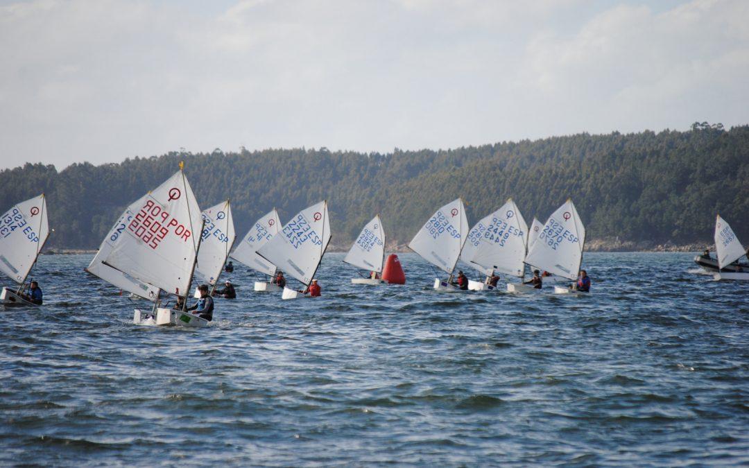 Reparto de oros entre A Coruña y Sanxenxo en la Regata Sostenible Real Club Mar Aguete – Trofeo Concello de Marín para Optimist