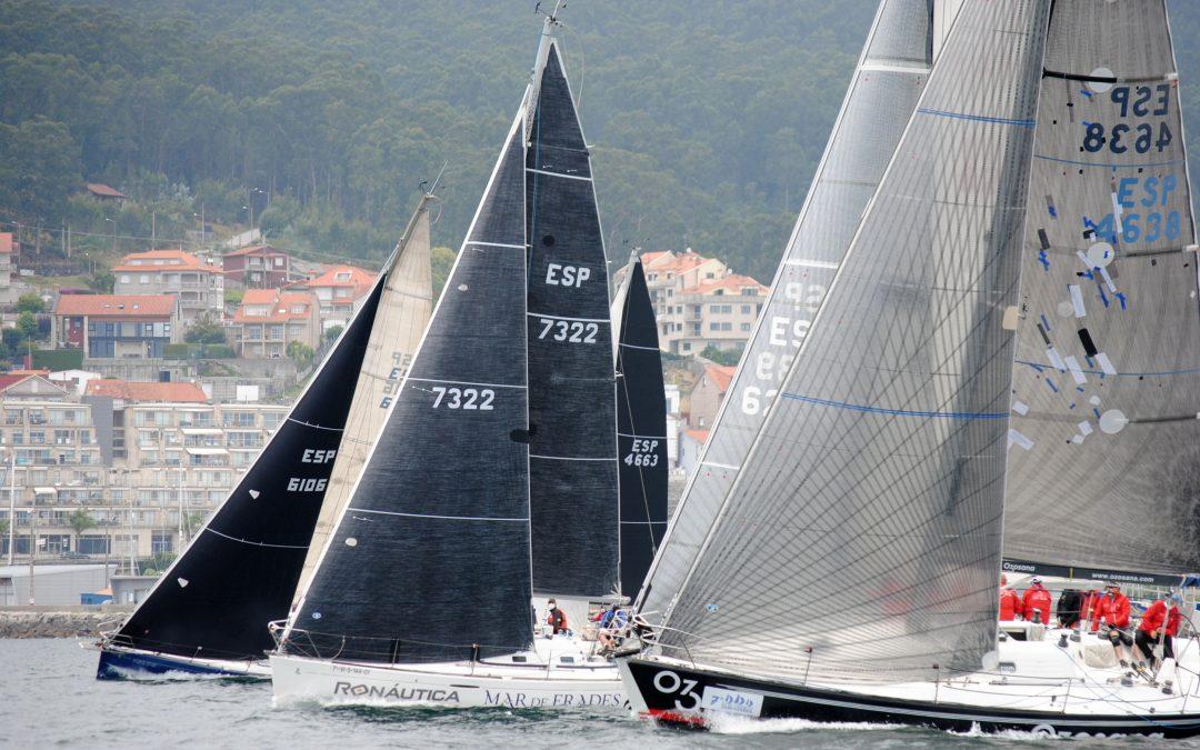 Gran jornada para regatear con vientos medios y mar llana el que tuvieron este sábado en la Ría de Pontevedra